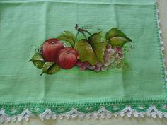 panos de prato pintados, diversas cores e desenhos.Barrado com crochet ou bordado ingles com tecido estampado de acordo com a pintura. R$ 20,00