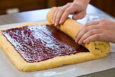 how to roll a perfect jelly roll cake without cracking it!