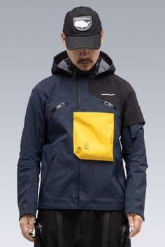 Industrial Design Trends and Inspiration - leManoosh Sports Graphic Design, Outdoor Fashion, Outdoor Apparel, Urban Outfits, Mens Fashion, Trending Outfits, Industrial Design, Design Trends, How To Wear
