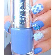 The Body Shop 'got the blues' 💜💙💜💙💜💙💜💙💜💙💜💙 #tjakasasnails #thebodyshop #gottheblues #nagellack #bluenails #chevronnails #nailstagram #beautyblogger  #cutenails  #essie #nails2inspire #showmynails #naillaquer #nailpolish #nageldesign #nailart #nailsart #naildesign #blue #bluenails #blauenägel
