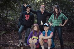 mabel and dipper are especially cute on this one Gravity Falls Robbie Cosplay Gravity falls Group Cosplay, Epic Cosplay, Cosplay Outfits, Cosplay Costumes, Cosplay Ideas, Gravity Falls Costumes, Gravity Falls Cosplay, Dipper Pines Hat, Halloween Cosplay