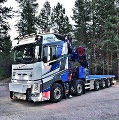 Na obrázku môže byť: obloha, strom a outdoor Volvo Trucks, Rc Trucks, Tow Truck, Custom Trucks, Semi Trucks, Cab Over, Heavy Truck, Heavy Equipment, Crane