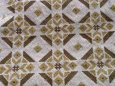 Gallery.ru / Фото #40 - diafora - ergoxeiro International Craft, Seed Bead Projects, Palestinian Embroidery, Crochet Tablecloth, Cross Stitch Designs, Needlepoint, Embroidery Patterns, Bohemian Rug, Alphabet
