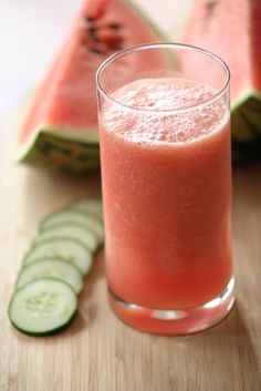 Watermelon and Cucumber Smoothie •watermelon •1 cucumber •1⁄2-­‐1 cup of ice •1 teaspoon-­‐1 tablespoon agave or honey