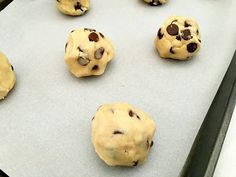Have an egg allergy or going vegan? Don't worry, you can still enjoy cookies! Try this eggless cookie recipe for chocolate chip cookies. Traditional Chocolate Chip Cookie Recipe, Eggless Chocolate Chip Cookie Recipe, Eggless Cookie Recipes, Butter Cookies Recipe, Chocolate Chip Recipes, Chocolate Chip Cookies, 3 Ingredient Cookies, Choco Chips, Easy Desserts
