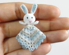 Tiny lovey blanket with little bunny for dollhouse scale Dollhouse miniature baby crochet safety blanket, choose you color Easter Crochet, Crochet Bunny, Crochet Animals, Crochet Amigurumi, Amigurumi Doll, Crochet Dolls, Crochet Toys Patterns, Stuffed Toys Patterns, Miniature Dolls