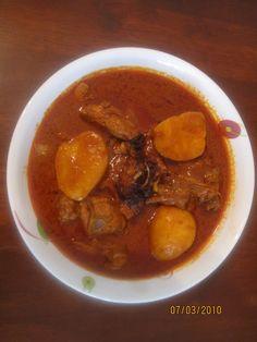 Sambaar Bhazoon Kunkdachi Kadi (Chicken Curry With Coconut
