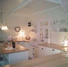 Shabby and Charme: Nordic Style…una bella casa norvegese – Home Decor Ideas – Interior design tips Shabby Chic Kitchen Decor, Shabby Chic Homes, Country Kitchen, New Kitchen, Kitchen White, Nordic Kitchen, Kitchen Ideas, Cuisines Design, Home Fashion