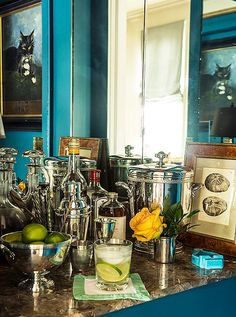 A stylish home bar is the best way to keep your ready for an impromptu party. See the chic home bar designs of some of our favorite tastmakers New Orleans Decor, New Orleans Homes, New Orleans Apartment, New Orleans Garden District, Home Bar Designs, Bar Games, Elle Decor, Bars For Home, Decoration
