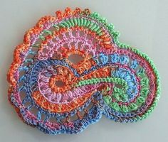 I love freeform crochet! Not only does it look incredibly awesome, but it& fun to do as well. If you& looking for a crochet project that allows you to express your artistic creatively in fiber form, you really should give freeform croc Crochet Paisley, Art Au Crochet, Beau Crochet, Crochet Motifs, Freeform Crochet, Tunisian Crochet, Crochet Squares, Knit Or Crochet, Irish Crochet