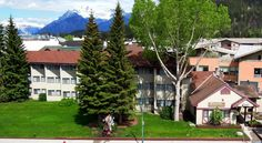 Homestead Inn Banff Banff Located 350 m from Banff town centre, this pet-friendly motel provides non-smoking guest rooms and ski shuttle buses in the winter. Local restaurants, shops and entertainment are a short walk away.