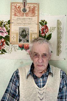 Pan Kazimierz w lipcu skończy 100 lat!!! .Nad głową świadectwo ułańskie sprzed wojny.