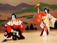 O teatro Kabuki mencionado pelo ricamente aculturado Kirkman em twd . É a arte de representar , dançar ,  cantar e interagir com o público .