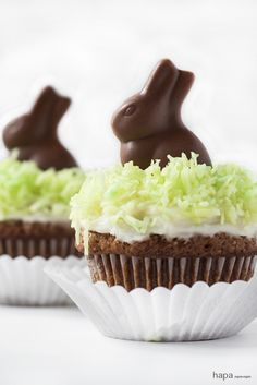 easter cupcakes with cream cheese frosting