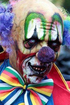 Zombie Clown Creepy on two levels Halloween Clown, Gruseliger Clown, Creepy Clown, Halloween Makeup, Clown Mask, Clown Faces, Halloween Photos, Vintage Halloween, Creepy Circus