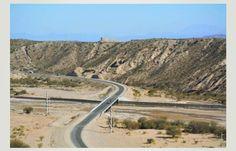 Inauguramos pavimentación y 4 puentes en el tramo El Eje – Río Las Cuevas de la Ruta Nº 40 en Catamarca. La Ruta 40 es la columna vertebral de la República Argentina, estamos inaugurando en Catamarca 37 kilómetros, un nuevo tramo muy importante en términos turísticos y mineros, con una inversión de más de 500 millones de pesos --- http://www.cfkargentina.com/inauguracion-nuevo-tramo-de-la-ruta-nacional-no-40-en-catamarca/