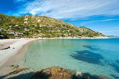 playa de fetovaia en la isla de elba en italia