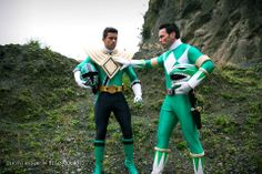Jason David Frank aka Tommy passing the golden dragon shield to Hector David Jr. aka Mike the green samurai ranger Power Rangers Samurai, Power Rangers Comic, Power Rangers Cosplay, Go Go Power Rangers, Power Rangers Megaforce, Kamen Rider, What Makes A Hero, Jason David Frank, Vr Troopers
