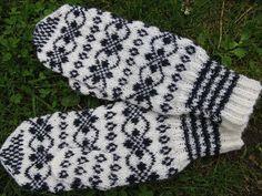 Knit Mittens, Mitten Gloves, Knitting Socks, Knit Socks, Fair Isle Knitting, Knitting Charts, Knit Crochet, Sorting, Finland