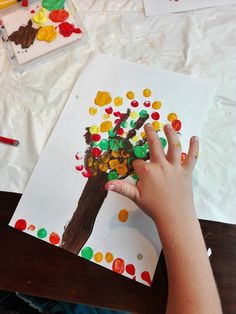 Craft Projects For Kids, Diy Crafts For Kids, Fall Crafts, Voodoo Dolls, Autumn Trees, Acrylic Colors, Coloring Sheets, Creativity, Colorful