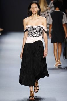 See the complete Tome Spring 2017 Ready-to-Wear collection.
