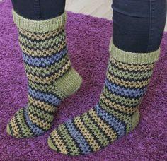 Lanka, puikot ja inspiraatio: helmikuu 2015 Thread, Needles and Inspiration: February 2015 Wool Socks, Knitting Socks, Socks Men, Winter Socks, Bunt, Mittens, Knit Crochet, Knitting Patterns, Slippers