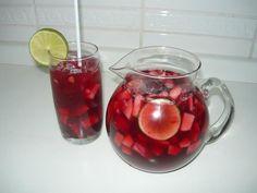 Ingredientes  1 garrafa de vinho tinto seco, de boa qualidade 1/2 xícara (chá) de conhaque 1/2 xícara (chá) de licor de laranjas 2 xícara (chá) de