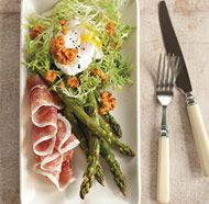 Roasted Asparagus and Frise Salad with Poached Eggs and Romesco Sauce - Fine Cooking Recipes, Techniques and Tips summer-girly-foods Main Dish Salads, Dinner Salads, Spinach Salad With Chicken, Asparagus Salad, Fine Cooking Recipes, Romesco Sauce Recipe, Spring Salad, Spring Food, Roasted Chicken Breast