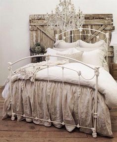 Cool 90 Romantic Shabby Chic Bedroom Decor and Furniture Inspirations Shabby Chic Bedrooms, Bedroom Vintage, Shabby Chic Homes, Shabby Chic Furniture, Shabby Chic Decor, Rustic Decor, Shabby Chic Headboard, Wood Headboard, Painted Furniture