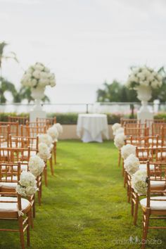 Down the aisle.   Mahalo @dmitriandsandra for the beautiful image