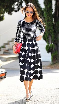 The 11 Celebrities With the Best Feminine Style via Playing with polka dots Looks Style, Style Me, Mixing Prints, Mixing Patterns, Pattern Mixing Outfits, Boutique Fashion, Moda Vintage, Look Chic, Mode Inspiration
