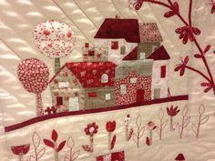 Appliqué houses with flower border, pretty House Quilt Patterns, House Quilt Block, Quilt Blocks, Patch Quilt, Applique Quilts, Dear Jane Quilt, Red And White Quilts, Fabric Postcards, Doll Quilt