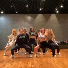 Ballet Dance Videos, Hip Hop Dance Videos, Dance Workout Videos, Dance Music Videos, Dance Choreography Videos, Cool Dance Moves, Lets Dance, Collage Des Photos, Dance Kpop