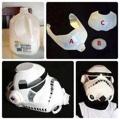 Quem aí tava com saudade do tutorial-do-nerd-pobre? \o/ HE'S BAAAAAAAAAAAAAAAACK! Quem nunca sonhou em ter um capacete de Stormtrooper, mas nunca teve dinheiro suficiente para comprá-lo? #nerdpobre Hoje vou ensinar pra vocês como fazer uma versão ~cospobre~ e alternativa de capacete de Stormtrooper usando um GALÃO DE PLÁSTICO! Sim, Star Wars da reciclagem autossustentável, a…