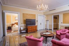 Hotel Bristol Palace - Entertainment Suite Established to welcome those who come to the city for work or for pleasure, the Bristol Palace, with its comfortable rooms, is an ideal environment for spending a bit of time amongst Genoa's artistic attractions. At the Bristol Palace in Genoa More New suites and even More Technology!