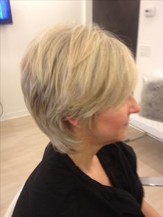 Layered Hairstyles, Salons, Hair Styles, Leipzig, Layered Haircuts, Layered Hairstyle, Lounges, Hairdos, Hairstyles
