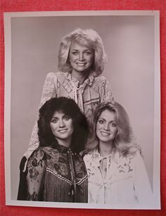 barbara mandrell and sisters show in the Old Country Music, Country Music Stars, Country Music Singers, Country Artists, Country Girls, Singer Fashion, Fashion Tv, Music Ministry, Old Shows
