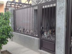 Fence Gate Design, Front Gate Design, House Gate Design, Door Design, Wrought Iron Garden Gates, Wrought Iron Doors, Modern Entrance Door, Entry Gates, Grill Gate