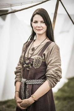 Festival of Slavs and Vikings, Wolin, Poland 2014 apron like overdress Costume Viking, Viking Garb, Viking Reenactment, Viking Dress, Viking Clothing, Viking Jewelry, Historical Costume, Historical Clothing, Historical Photos