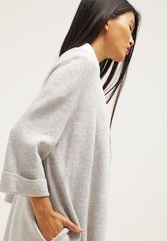 Peppe dein Outfit auf! Selected Femme SFKIRI - Strickjacke - light grey melange für 89,95 € (17.06.16) versandkostenfrei bei Zalando bestellen.