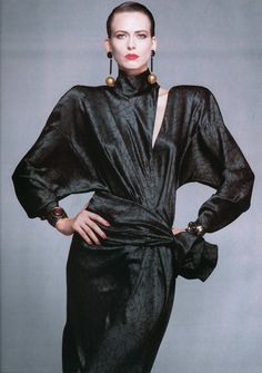 fashion trends Vogue May 1989 1980s Fashion Trends, 80s And 90s Fashion, Retro Fashion, Vintage Fashion, Vintage Clothing, Power Dressing, Armani Jeans, Look 80s, Vogue