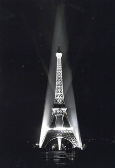 Ralph Morse : Eiffel Tower Relighted, Paris (1946)