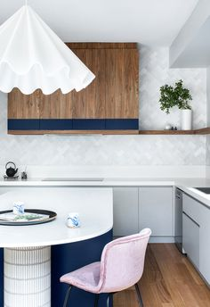 Modern kitchen renovation with timber cabinetry, silver and grey herringbone tiles and navy accents. #kitchens #modernkitchens #statementpendant Big Kitchen, Smart Kitchen, Modern Kitchen Renovation, Kitchen Trends, Kitchen Ideas, Ikea Kitchen Design, Pinterest Home, Herringbone Tile, Australian Homes
