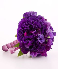 Purple wedding ideas. Bouquet of sweet pea and king lisianthus