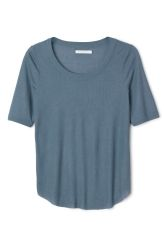 <p>The Lilly Tee is a soft jersey tee with a ribbed texture. A U-neckline and short sleeves, this tee has a curved hemline with a raw edge for a modern look.</p><p>- Size Small measures 84 cm in chest circumference and 66,50 cm in back length. The sleeve length is 29 cm.</p>