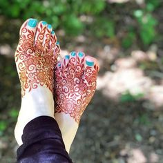 Trendy bridal henna hands and feet mehandi designs Ideas Legs Mehndi Design, Indian Mehndi Designs, Henna Art Designs, Mehndi Designs 2018, Modern Mehndi Designs, Mehndi Designs For Girls, Mehndi Design Pictures, Bridal Henna Designs, Mehndi Designs For Hands