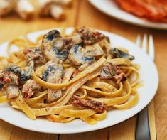 Sun-dried tomato and mushroom pasta, sun-dried tomatoes, mushrooms, pasta recipes, Italian recipes Cooking food Pastas Recipes, Veggie Recipes, Vegetarian Recipes, Dinner Recipes, Cooking Recipes, Free Recipes, Vegetarian Chicken, Veggie Meals, Cooking Food