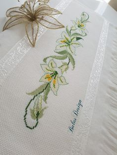 1 million+ Stunning Free Images to Use Anywhere Pillow Embroidery, Hand Embroidery Art, Machine Embroidery, Cross Stitch Designs, Cross Stitch Patterns, Crochet Bedspread, Free To Use Images, Cross Stitch Bookmarks, Bargello