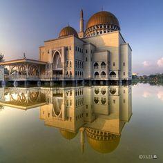 Masjid As-Salam, Puchong.   Ramadhan Kareem 1432H | Part 4 | As-Salam Mosque by naza1715, via Flickr