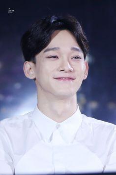 O Chen e muito maravilhoso,parabéns para a mãe dele porque meu deus ein